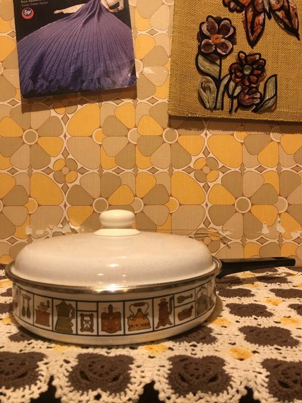 画像1: Vintage Kitchen Wear柄 蓋付きフライパン